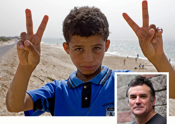 Kid-on-Gaza-beach-Kashfi-Halford-with-Mark-Pierson-insert